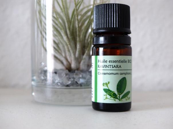 L huile essentielle de ravintsara le blog du paradoxe vivant - Sinusite huile essentielle ravintsara ...
